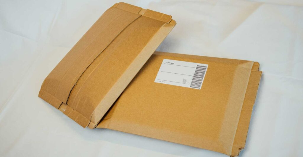 Eliminate different box sizes and bubble wrap with the VARO E-com Packer